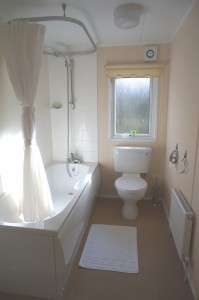 Sterrett's Holiday Lodge Main Bathroom