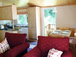 Symonds Yat Lodge Dining Area and Kitchen