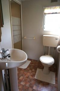 Rental 1 caravan shower room